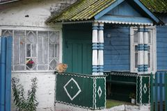 Крылечко дома в деревне на улице осени стоковое фото rf