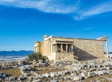 Крылечко кариатид на виске Erechtheion на акрополе, Афинах, Греции стоковые фотографии rf
