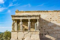 Крылечко кариатид на виске Erechtheion на акрополе, Афинах, Греции стоковая фотография rf