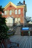 Крылечко на маяке Saugerties стоковая фотография rf