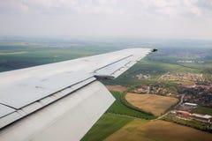 Крыло самолета Фото прикладное к операторам туризма Traveli Стоковое Изображение