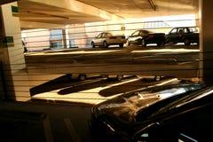 крытая структура стоянкы автомобилей стоковое изображение