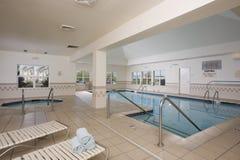 Крытый бассейн и hottub Стоковые Изображения RF