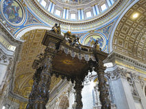 Крытый интерьер St Peter & x27; базилика s, государство Ватикан, Рим Стоковое Изображение RF