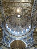 Крытый интерьер St Peter & x27; базилика s, государство Ватикан, Рим Стоковые Фото