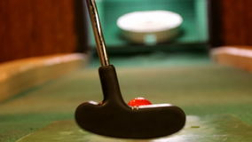 Крытый конец съемки гольфа вверх Изменение фокуса