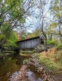 Крытый мост в Пенсильвании во время осени Стоковая Фотография