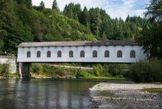 Крытый мост Goodpasture в Орегоне стоковые изображения rf