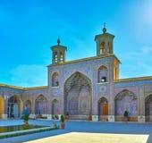 Крыть черепицей черепицей фасад мечети Nasir Ol-Molk, Шираза, Ирана Стоковое Изображение RF