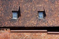 Крыть черепицей черепицей крыша с dormers в Гданьске, Польшей стоковые фотографии rf
