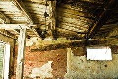 крыша амбара рушясь старая Стоковые Изображения RF