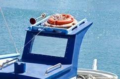 Крыша голубой шлюпки с оранжевыми lifebuoys Стоковые Изображения RF