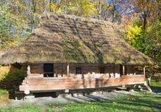 крыша дома старая thatched деревянное Стоковое Фото
