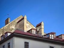Крыша жилого таунхауса стоковые изображения