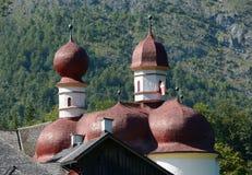 Крыша и башни церков St Bartholoma красные Стоковая Фотография RF