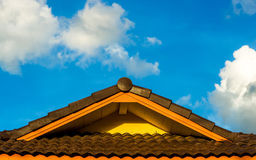 Крыша и облако Стоковые Изображения