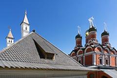 Крыша и церковь стоковые изображения
