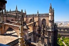 Крыша и шпили собора St Mary в Севилье Стоковая Фотография