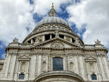 Крыша католической церкви круглая стоковое фото rf