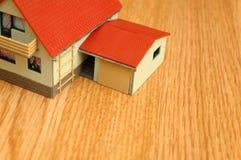 крыша красного цвета дома Стоковое Изображение
