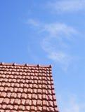 крыша красного цвета щипца стоковое изображение