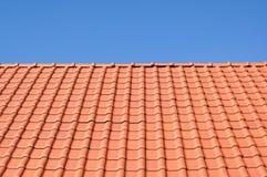 Крыша красной плитки. Стоковые Изображения