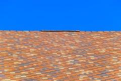 Крыша от пестротканых битумных гонт Сделанные по образцу гонт битума стоковая фотография