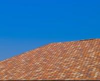 Крыша от пестротканых битумных гонт Сделанные по образцу гонт битума стоковое изображение rf