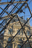 Крыша пирамиды входа жалюзи, Париж, Франция Стоковые Фотографии RF