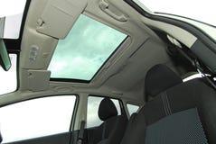 Крыша с окошком автомобиля Стоковые Фотографии RF