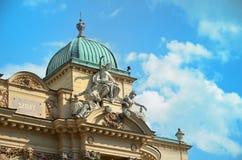 Крыша театра Juliusza Slowacki в старом районе городка Кракова в Польше стоковое изображение