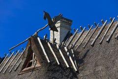 Крыша тростников на старом доме стоковые изображения