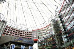 Крыша центра Сони расположена около железнодорожного вокзала Берлина Potsdamer Platz Стоковое Фото