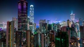 Крыши города взгляда ночи Гонконга воздушные акции видеоматериалы