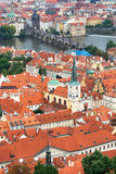 Крыши и Карлов мост Праги Стоковая Фотография RF
