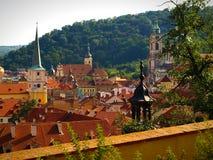Крыши и колокольни на некоторых из церков в Праге, чехии Стоковые Изображения RF