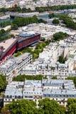 Крыши Парижа на ясный летний день стоковое изображение
