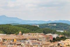 Крыши Хероны на предпосылке гор стоковые изображения rf