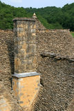 Крыши шифера берут дома в Свят-Amand de Coly (Франция) Стоковое фото RF