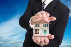 Крышка агенства и предлагает модельную концепцию дома стоковое фото rf