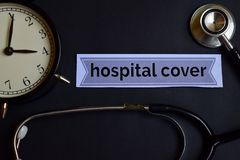 Крышка больницы на бумаге печати с воодушевленностью концепции здравоохранения будильник, черный стетоскоп стоковые фотографии rf