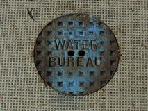 Крышка отверстия бака конторы воды стоковая фотография
