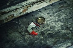 Крышка соды на асфальте стоковая фотография rf