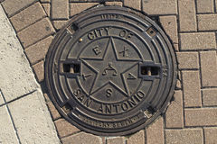 Крышка люка в Сан Антонио стоковые фото
