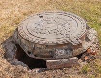 Крышка люка сточной трубы металла санитарная Стоковое Изображение RF