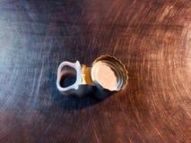 Крышки бутылки на предпосылке нержавеющей стали Стоковые Изображения
