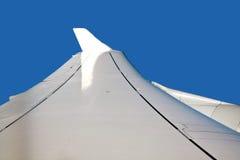 Крыла воздушного судна в ясном небе Стоковые Фото