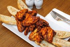 крыла зажаренные в духовке цыпленком Стоковое Изображение RF