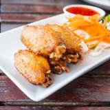 Крыла цыпленка с горячим пряным соусом барбекю стоковая фотография rf