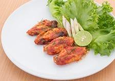 Крыла цыпленка с соусом перца Кайенны Стоковое Изображение RF